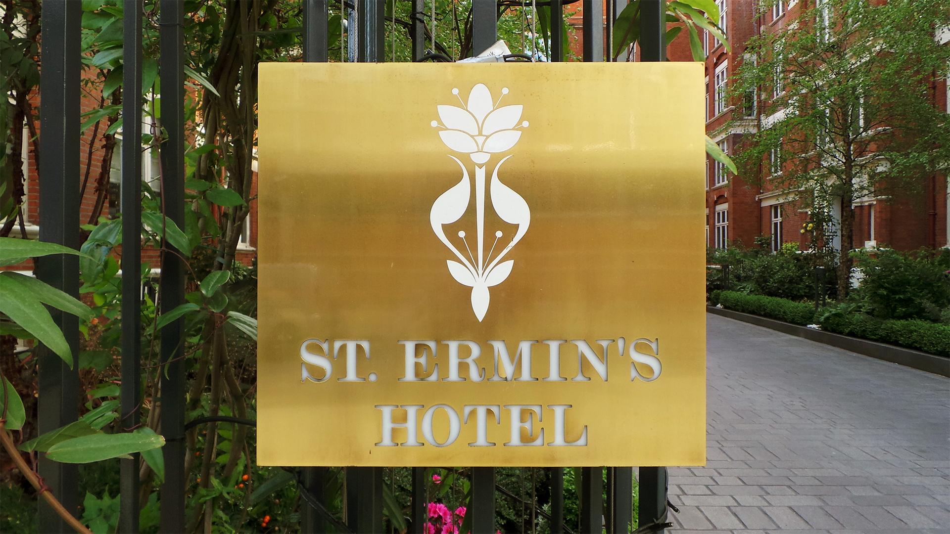 london-signs-illuminated-brass-sign-1